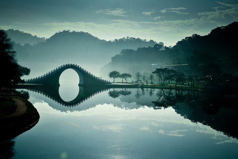 լուսնային կամուրջ